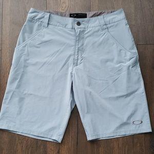 Oakley Golf Shorts size 32